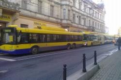 Trolejbusy po výpaku napájení na Beneš. nám. Směrem centrum a Trnovany.