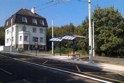 Nová podoba zastávky na Bílé Cestě - 24. 8. 2013 / © Jakub Grill