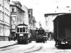 1930 křižování na Školním náměstí, na kusé koleji zatím čeká odstavený poštovní vůz č. 109 | www.telma.unas.cz