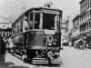 1930 tramvajový vůz č. 44 s vlečným vozem pravě zastavil v zastávce na Tržním náměstí | www.telma.unas.cz