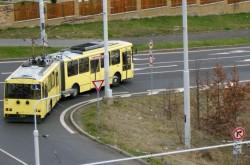 trolejbus 15Tr, ev. č.211, opouští Novou Ves 10. 4. 2010