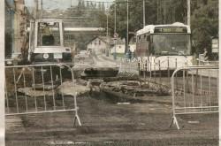 Výstavba kruhového objezdu u nemocnice. | V pozadí autobus SCANIA OmniLink, linka číslo 4- směr Šanov I lázně.